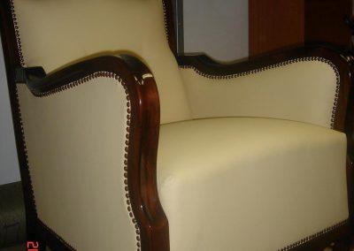 Krém színű fotel